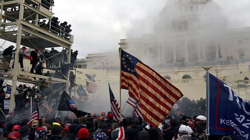 Τα γεγονότα στις ΗΠΑ καθρέφτης μιας κοινωνίας σε βαθιά παρακμή