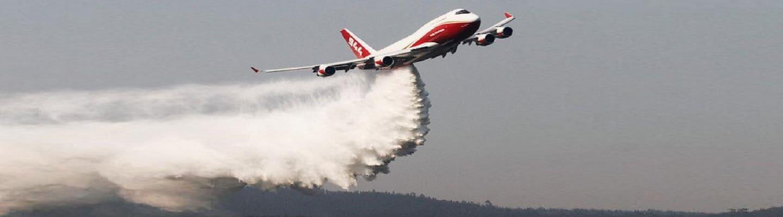 Το μεγαλύτερο αεροδεξαμενόπλοιο του κόσμου στη μάχη με τις φλόγες