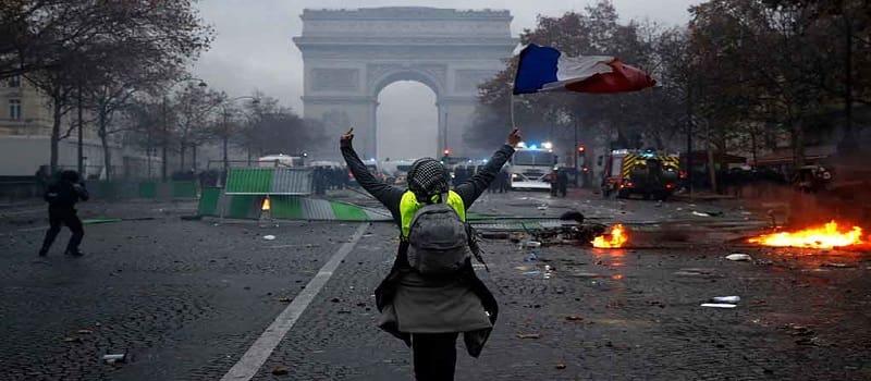 Βίαιες διαδηλώσεις στη Γαλλία - Πάνω από 130 τραυματίες