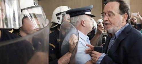 Ραχήλ on-camera και «μπούκα» στη Βουλή