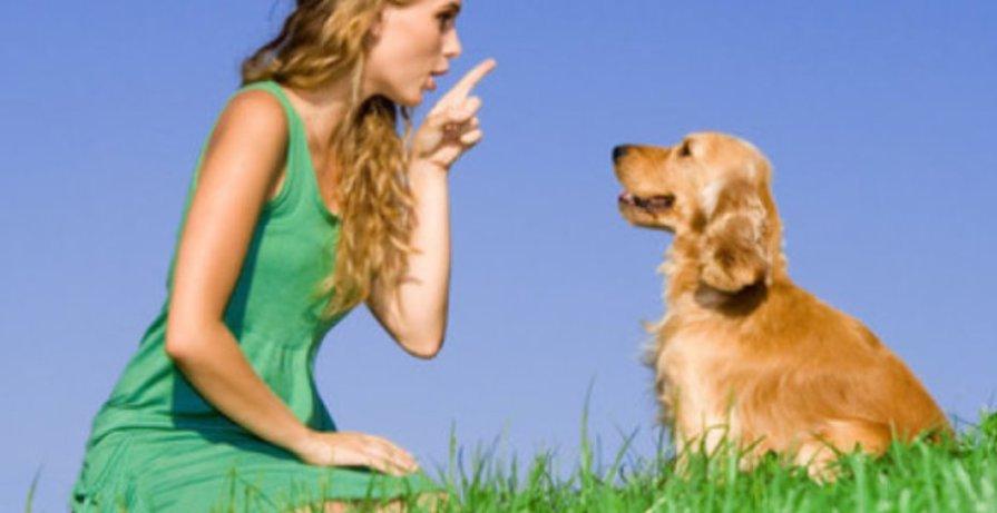women pointing her finger at her golden