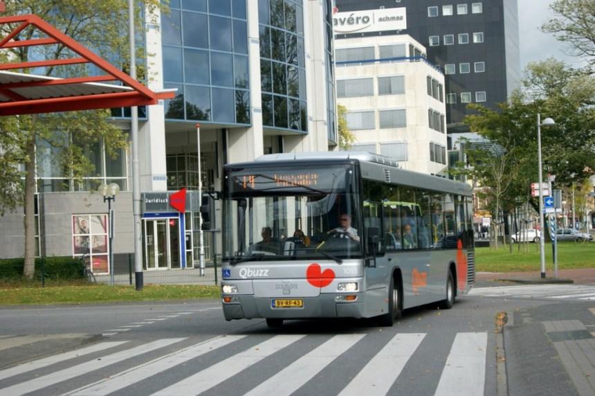 Qbuzz 1093 bij het busstation in Leeuwarden