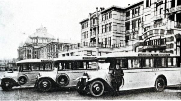 De particuliere busonderneming Z.H.A.M. die 3 maal per dag een dienst Scheveningen-Rotterdam onderhield, 1930