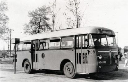 Bus 138, Kromhout, afgeleverd in 1943 maar pas in 1949 door Verheul opgebouwd, uit dienst 1957. De 6 laatste bussen in de Kromhout-Verheul serie, 133-138.