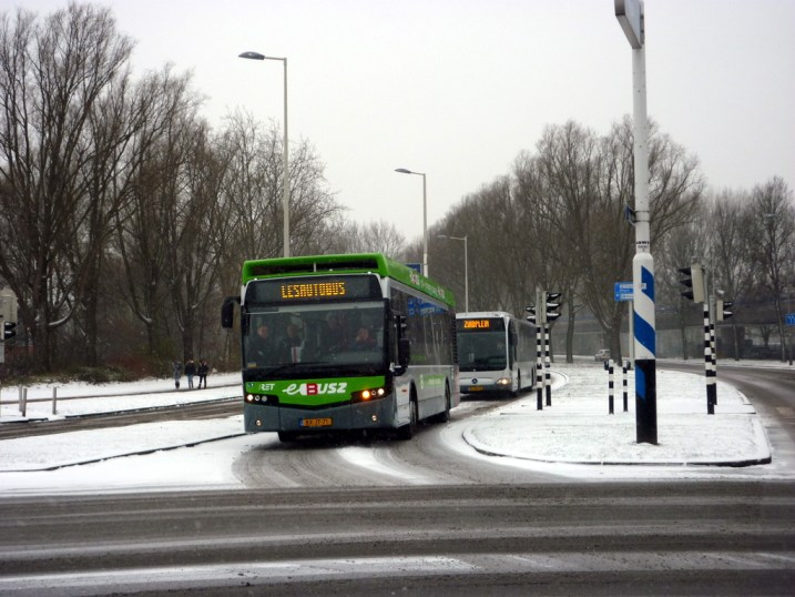 Bus 405, Citea VDL,  Zuiderparkweg, demonstratie, 2-12-2010,