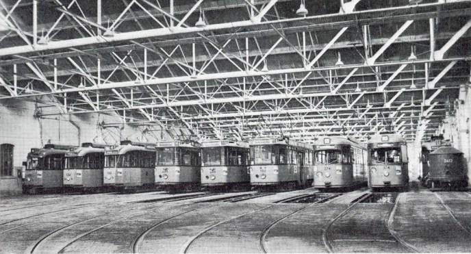 Remise Delfshaven met de motorrijtuigen 124, 135, 495, 499, 500, 274, 374, 2412, april 1967