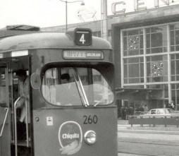 Motorrijtuig 260 van lijn 4 met op de lijnfilm: HILLEGERSBERG MOLENLAAN.