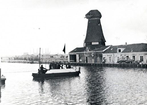 Delfshavense Schie, pont (bij reparatie van de brug), ca. 1950