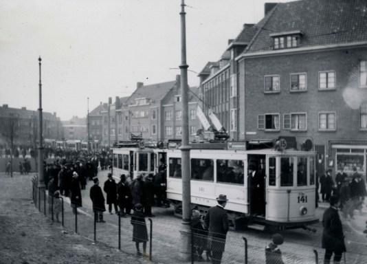 Motorrijtuig 141, lijn 15, PC. Hooftplein, voetbalvervoer reguliere dienstrijtuig