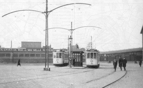 Motorrijtuigen 65 en 69 van lijn 9 en 13, op de  Wilhelminakade, 1924
