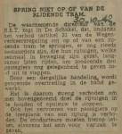 19421030-spring-niet-op-rijdende-tram, verzameling Hans Kaper