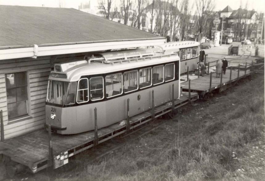 Motorrijtuig 231  bij aankomst, Ceintuurbaan, 15-1-1957