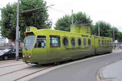 Motorrijtuig 727, lijn 5, Willemskade, de duikboottram, 27-8-2010, reclametram Werken bij de RET