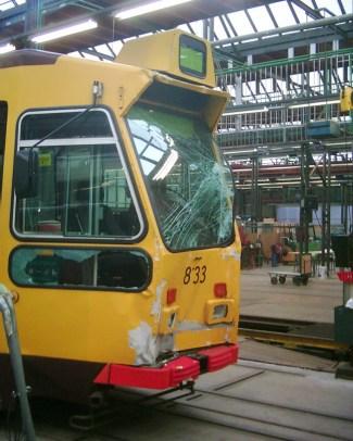Motorrijtuig 833 met aanrijdingsschade centrale werkplaats Kleiweg