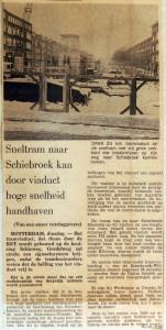 19671212 Sneltram over viaduct met hoge snelheid