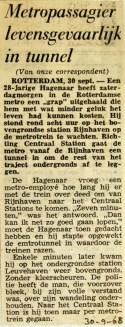 19680930 Metropassagier levensgevaarlijk in tunnel