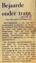 19710915 Bejaarde onder tram.