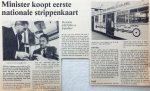 19800520-minister-koopt-eerste-strippenkaart-versnell
