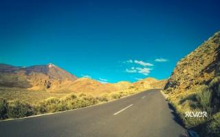 Po lewej widać szczyt Teide, po prawej ściana.