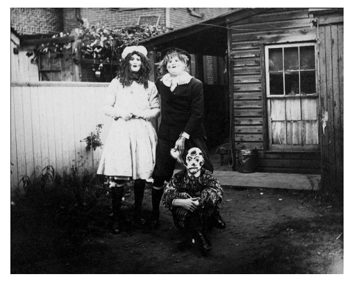 creepy vintage halloween photos - scary kids costumes