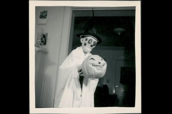 creepy vintage halloween photos - scary kids costumes