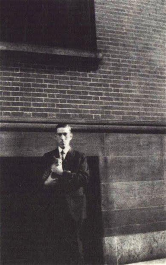 Photo: H.P. Lovecraft and his Cat