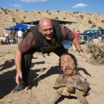 Breaking Bad Behind-the-Scenes Photo - Dean Norris (Hank Schrader) with Danny Trejo's Severed Head on a Tortoise