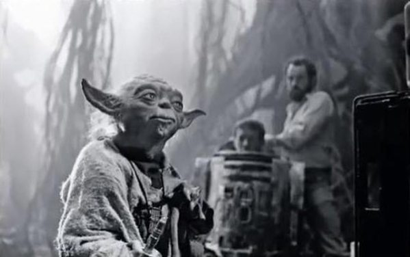 Yoda with Kenny Baker as R2-D2 in the background - Star Wars Empire Strikes Back Behind the Scenes