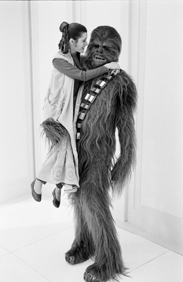 Princess Leia (Carrie Fisher) and Chewbacca (Peter Mayhew) - Star Wars Empire Strikes Back Behind the Scenes