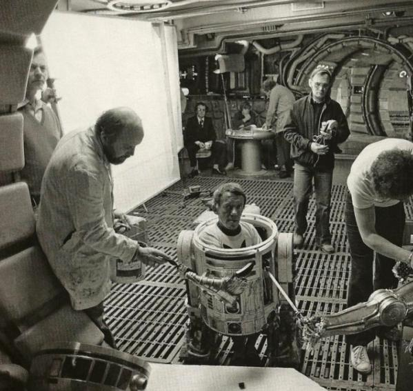 Kenny Baker as R2-D2 - Star Wars Empire Strikes Back Behind the Scenes