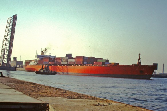OOCL Challenge - Leaving port with a pilot boat