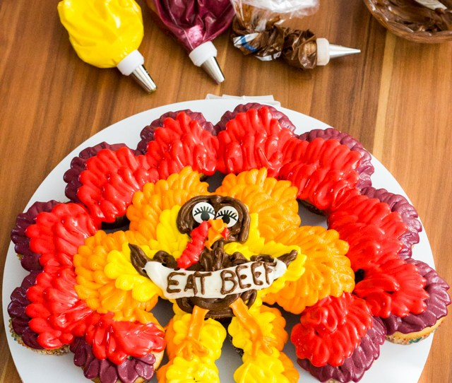 Thanksgiving Turkey Cupcake Cake Lastly Pipe A White Banner Or Just Use A Small Spatula