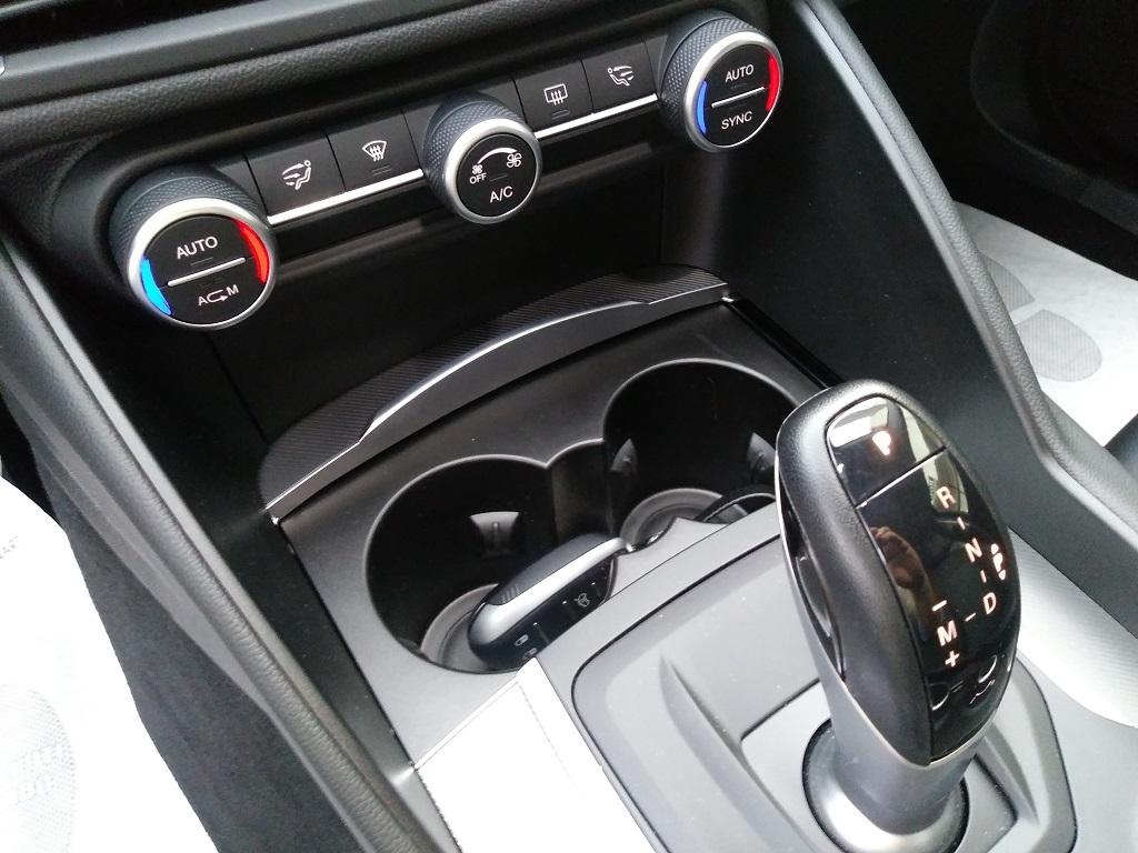Alfa Romeo Giulia 2.2 Turbo Diesel 180 cv AT8 Super Sport Edition (28)