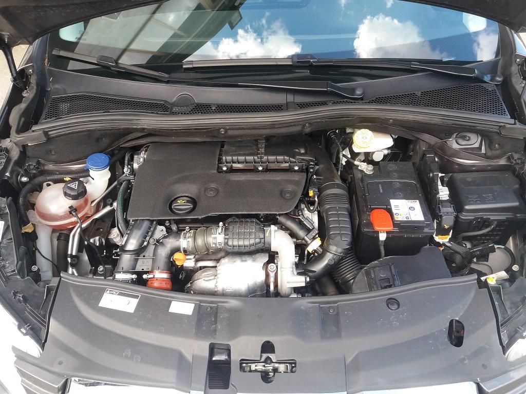 Peugeot 2008 BlueHDi 100 Allure (37)