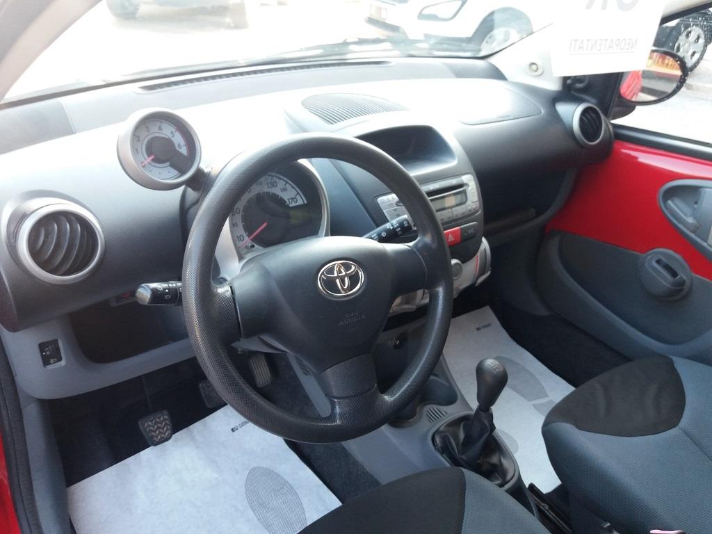 Toyota Aygo 1.4 D-4D 3p Sol (9)
