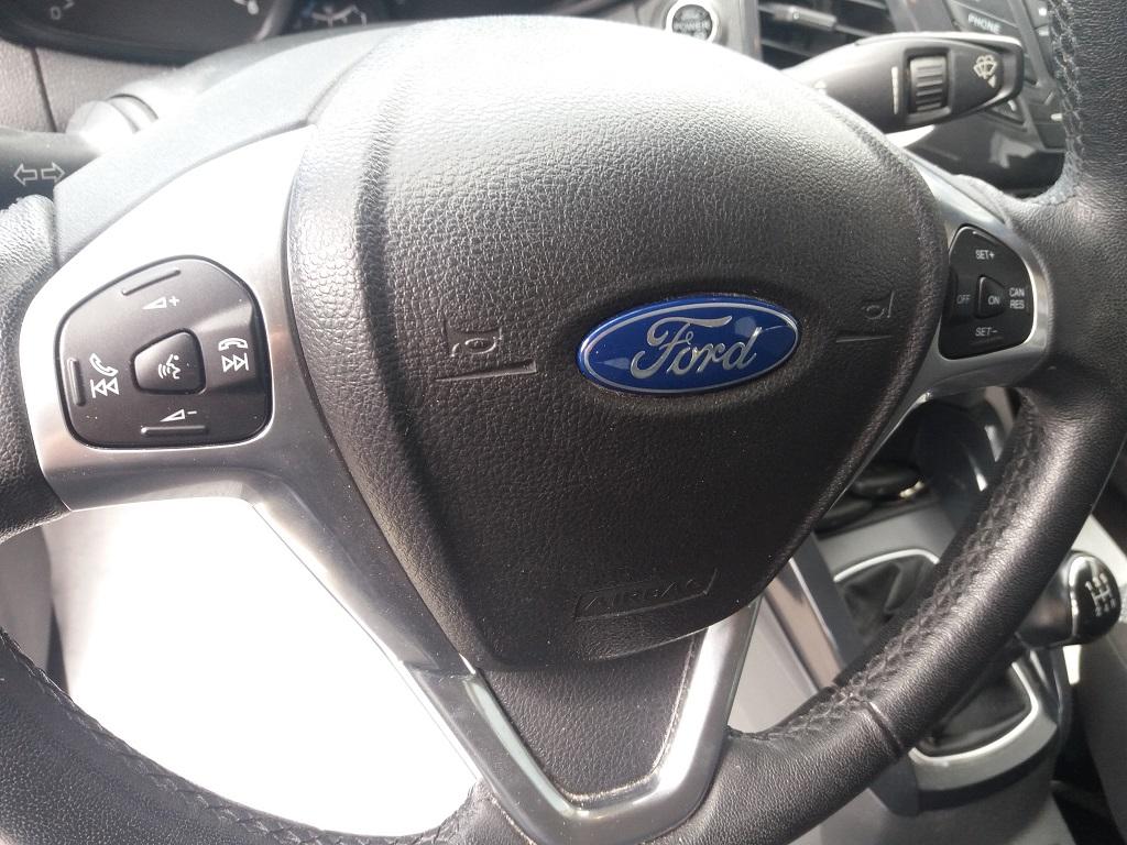 Ford EcoSport 1.5 TDCi 90 cv Titanium (21)