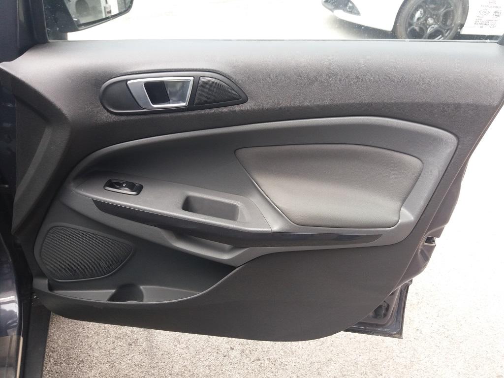 Ford EcoSport 1.5 TDCi 90 cv Titanium (34)