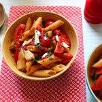 Salade de Penne rigate aux poivrons grillés et au chèvre