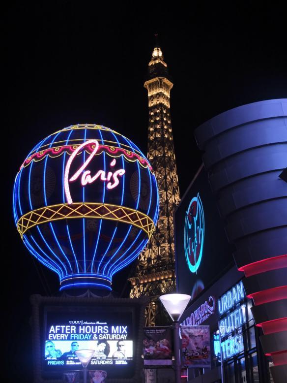 strip paris