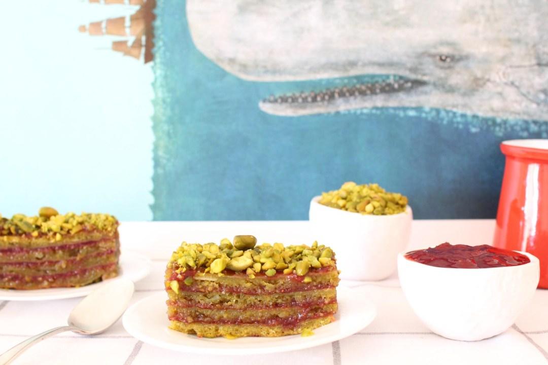 gateau layer cake mercotte pistaches fraises groseilles