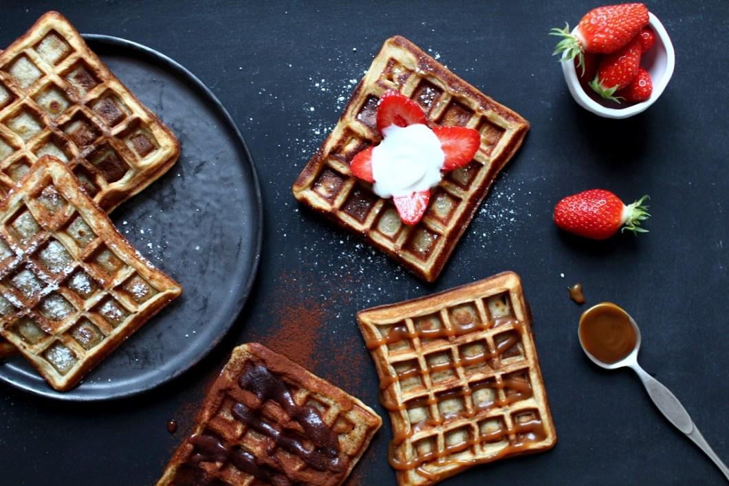 Gaufres {Cyril Lignac} & toppings choco-coco, caramel ou fraises ...