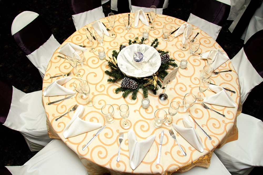PURPLE GOLD AND WHITE TABLE SETTING – Royale Orleans