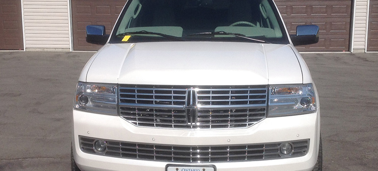 2012 All White Lincoln Navigator Front Grille