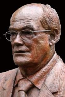 bronzen portret met bril