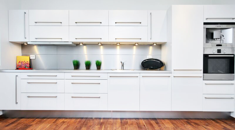 White kitchen cabinet for great looking kitchen decor for What white paint to use for kitchen cabinets