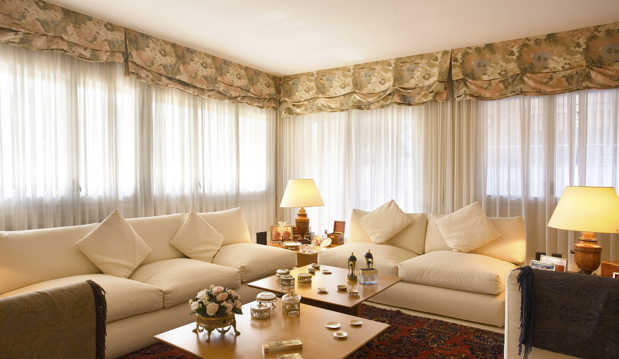 Tips for Choosing Living Room Curtain | Roy Home Design on Living Room Curtains Ideas  id=45002