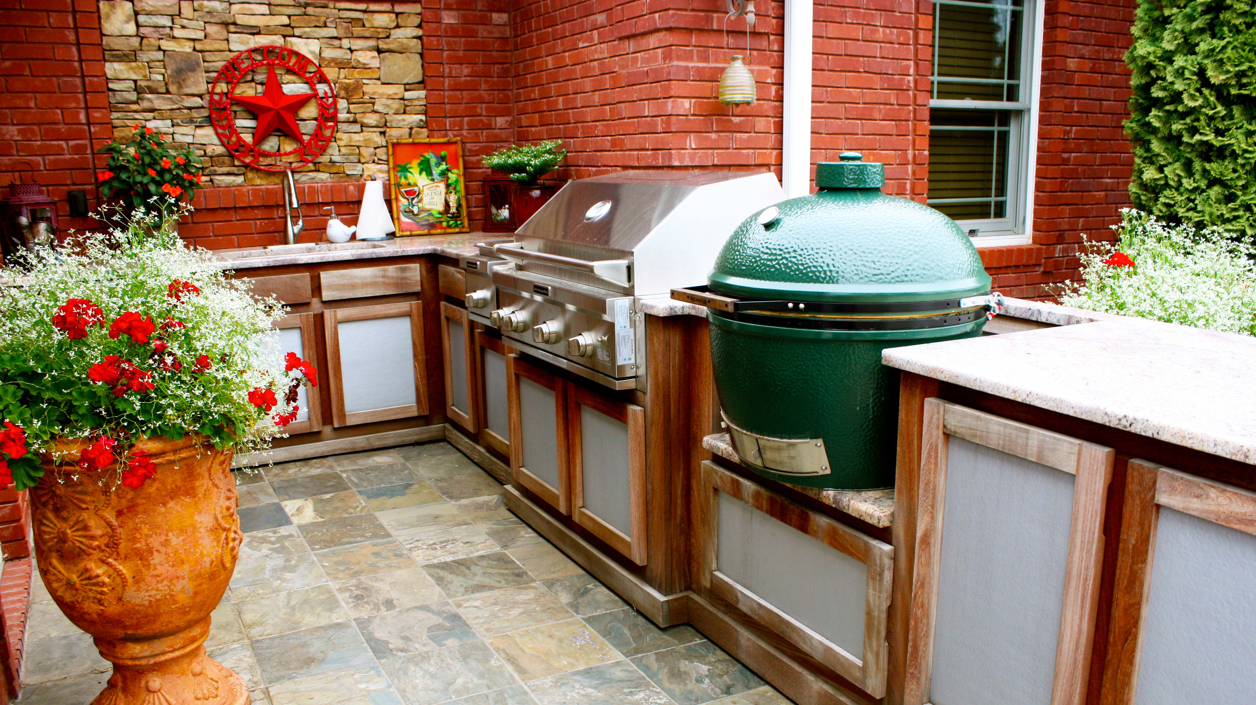 Best Backyard Kitchen Designs | Roy Home Design on Built In Grill Backyard id=92213