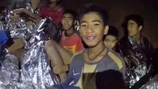 Fotbalisté v thajské jeskyni