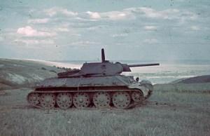 Na papierze T-34 prezentował się doskonale. W czasie testów okazało się, że posiada on wiele wad, które przysparzały wielu problemów załogom