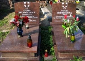 """Symboliczne groby """"Inki"""" i ppor. """"Zagończyka"""" na cmentarzu garnizonowym przy ul. Giełguda w Gdańsku"""